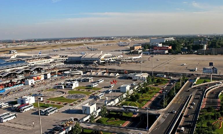 三是完成机场东路东侧雨水方涵1354米工程总量;四是